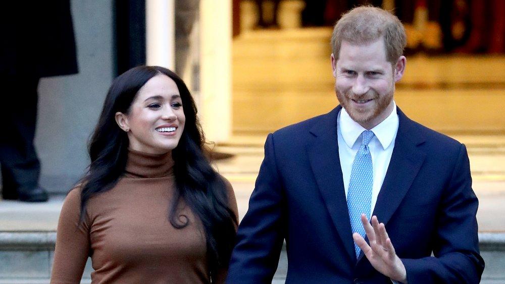 Meghan Markle y el príncipe Harry salen de Canada House en 2020