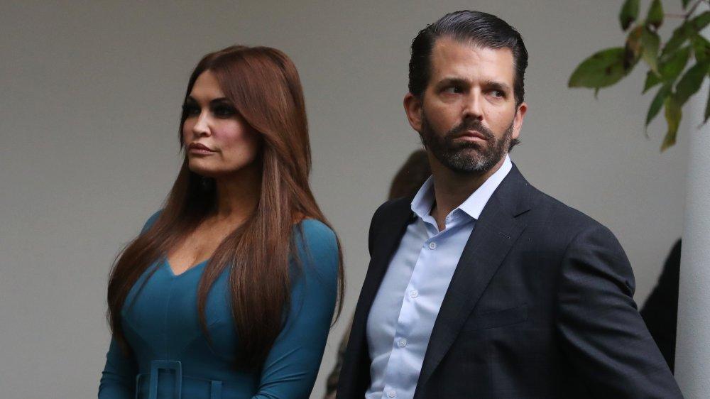 Donald Trump Jr. y Kimberly Guilfoyle en una conferencia en la Casa Blanca