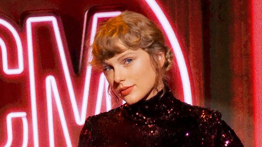 Taylor Swift en la 55a Universidad de Música Country
