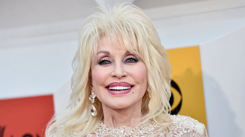 Dolly Parton en la 51a Academia de Música Country Awards