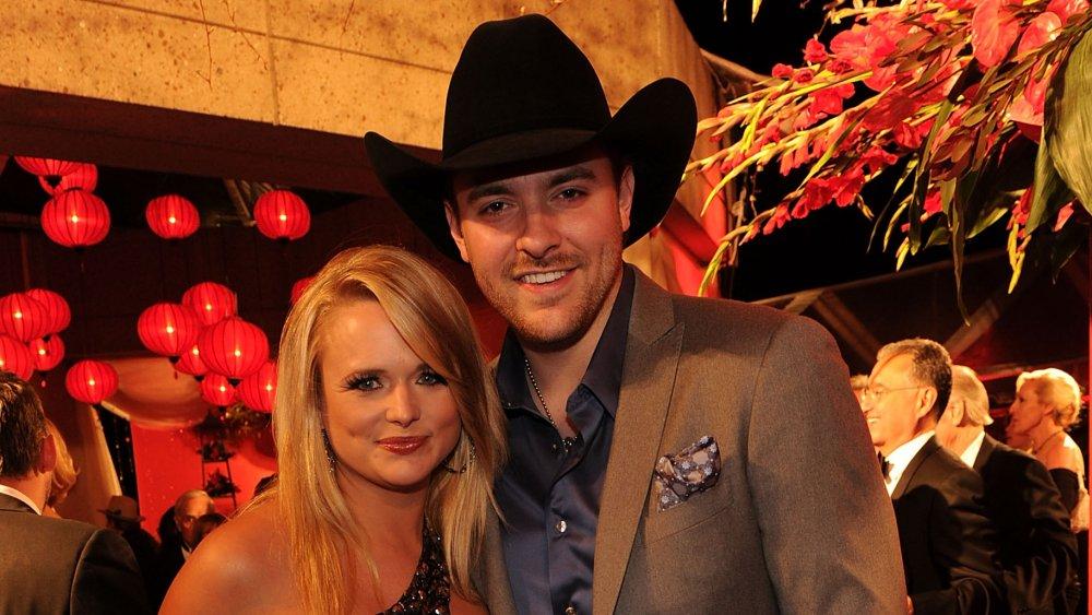 Miranda Lambert y Chris Young sonriendo