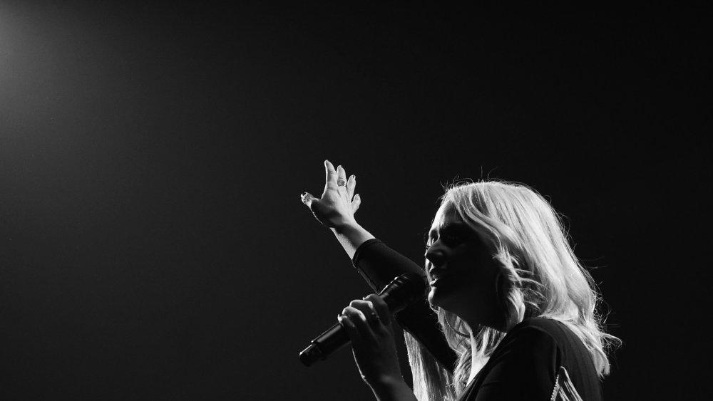 Miranda Lambert cantando