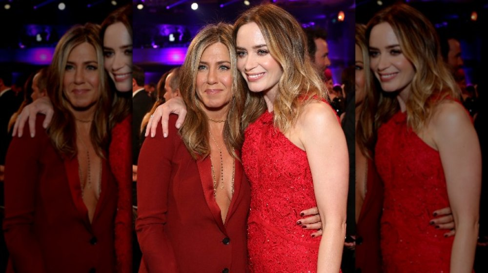 Jennifer Aniston y Emily Blunt en rojo a juego en los Critics 'Choice Awards 2015