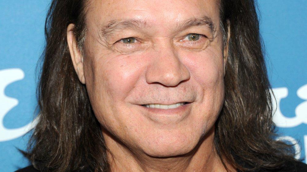 Eddie Van Halen sonriendo en una fiesta Esquire 2013