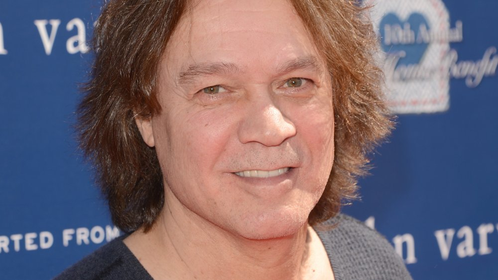 Eddie Van Halen sonriendo en un evento de caridad en Los Ángeles en 2013