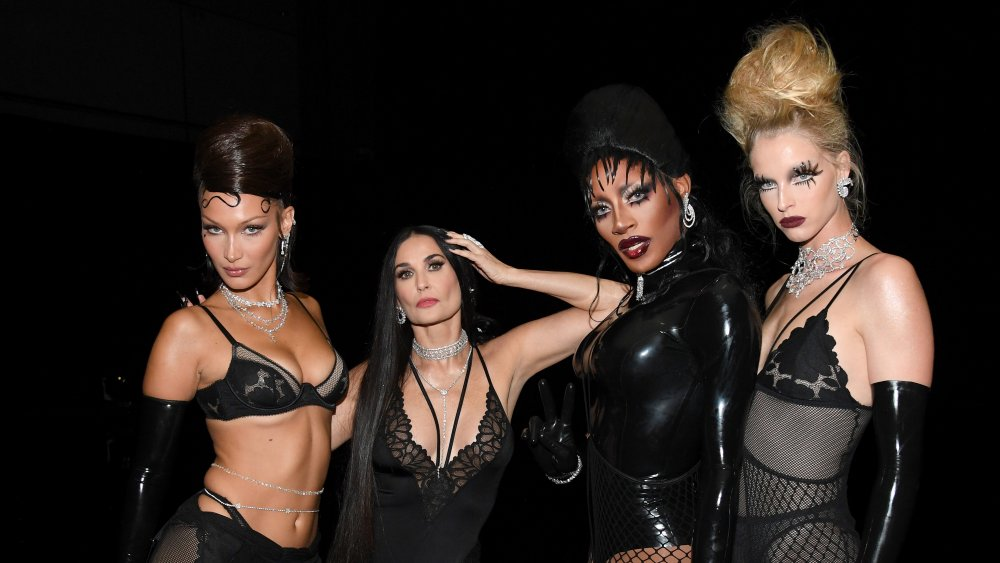 Bella Hadid, Demi Moore, Jaida Essence Hall y Abby Champion