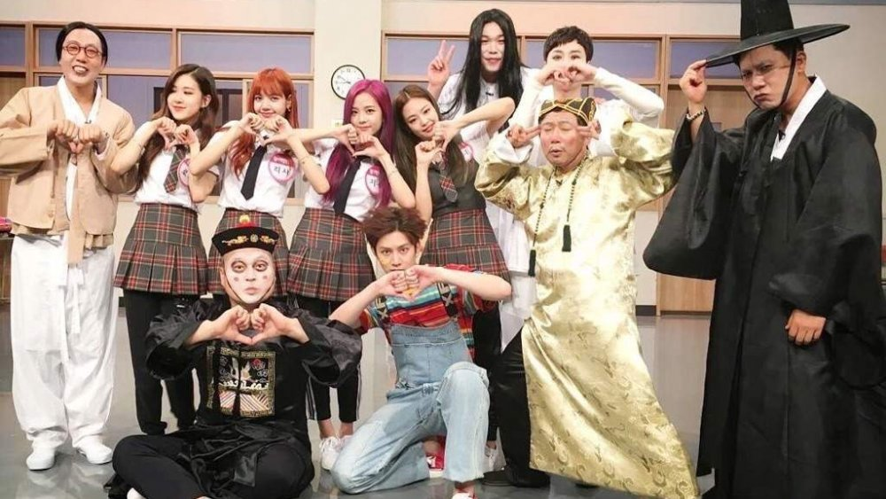Blackpink con el elenco de Knowing Bros, también conocido como Man on a Mission