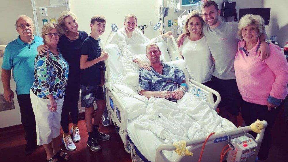 La familia Chrisley visitando a Kyle Chrisley en el hospital