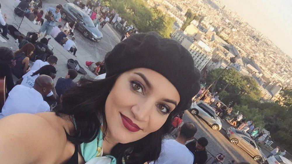 Sophie Brussaux se hace un selfie con boina
