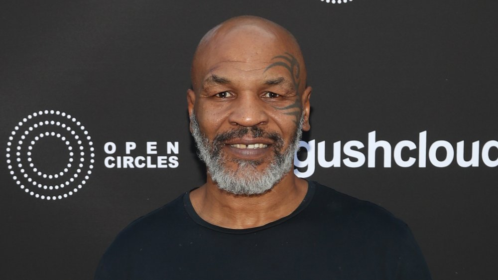 Mike Tyson sonriendo
