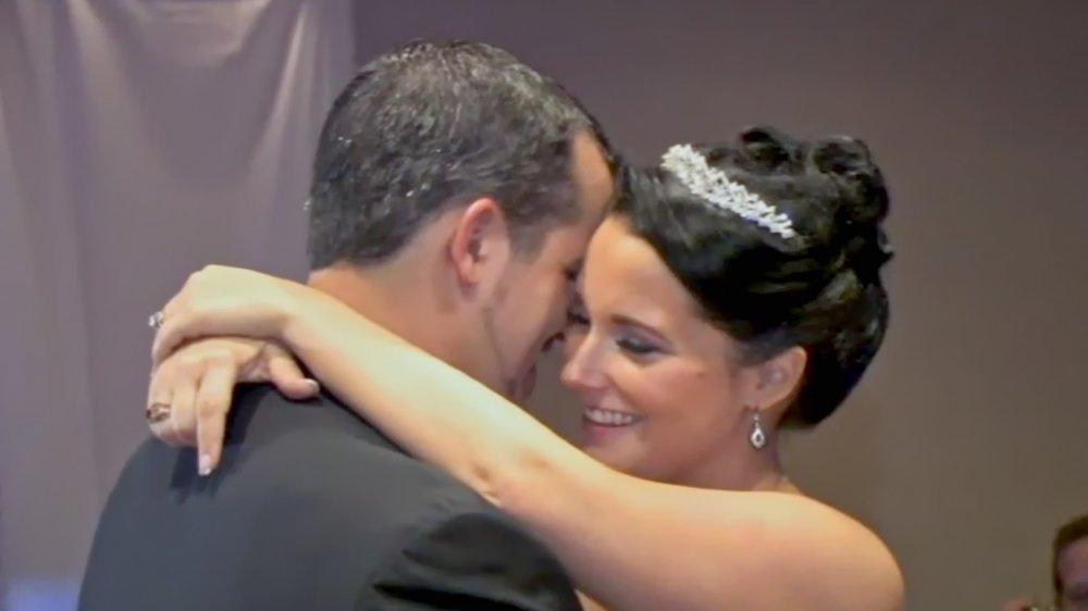 Chris y Shanann Watts bailando el día de su boda, presentados en American Murder: The Family Next Door