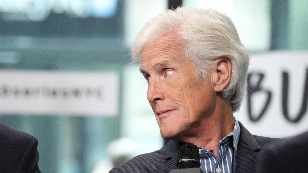 Keith Morrison mirando hacia un lado durante una entrevista