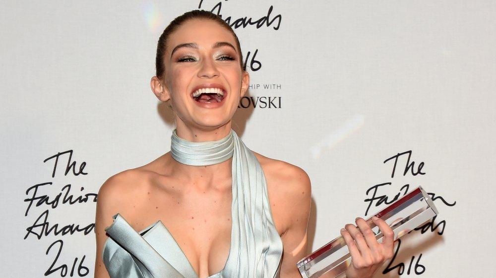 Gigi Hadid en los Fashion Awards 2016