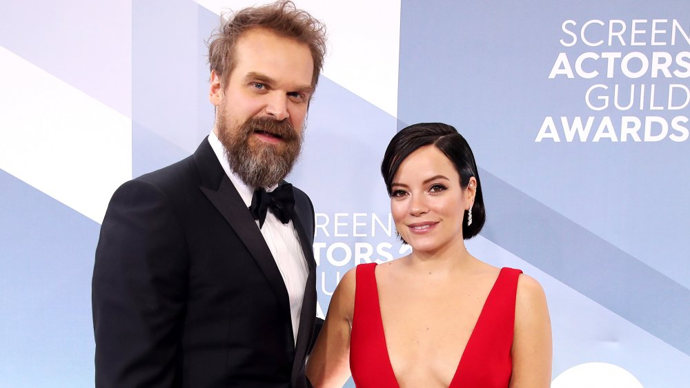David Harbour y Lily Allen en la 26a edición anual de los Screen Actors Guild Awards