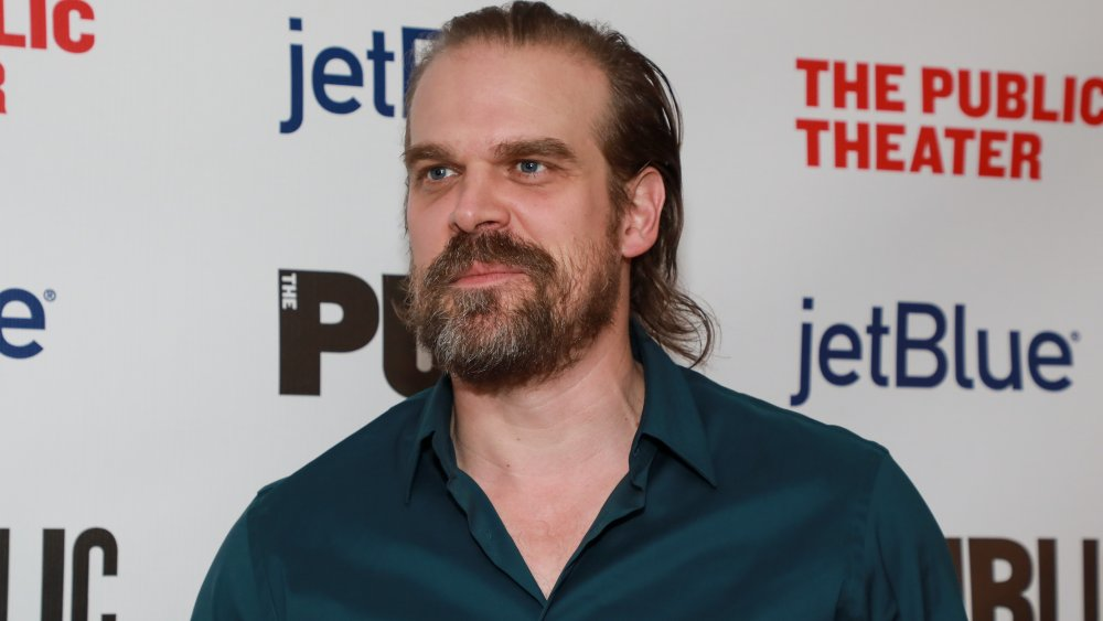 David Harbour en A Bright Room Called Day noche de apertura en 2019