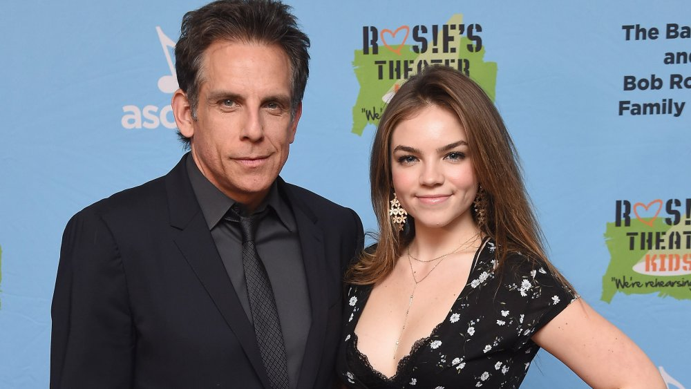 El homenajeado del evento Ben Stiller y su hija Ella Olivia Stiller asisten a la Gala de Otoño Infantil de Rosie's Theatre 2019