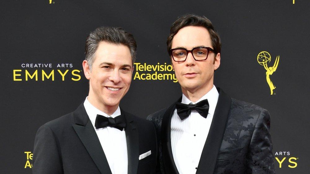 Todd Spiewak y Jim Parsons en los Creative Arts Emmys 2019