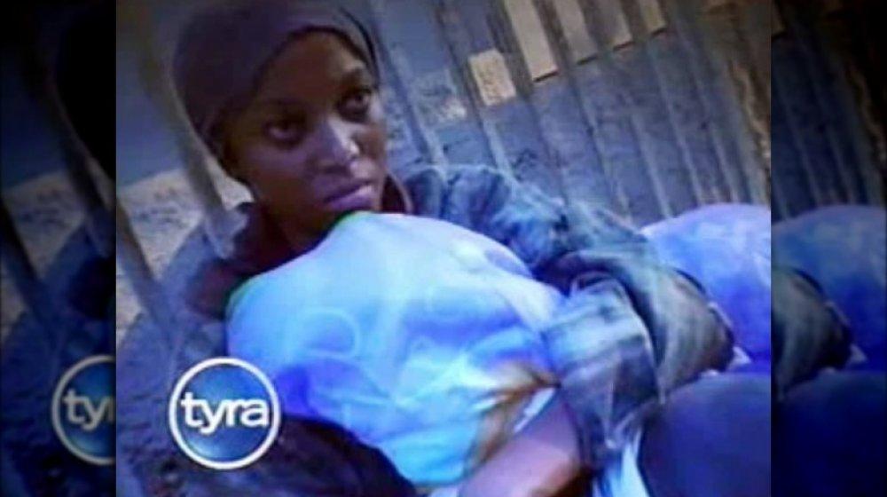 Tyra Banks haciéndose pasar por una persona sin hogar