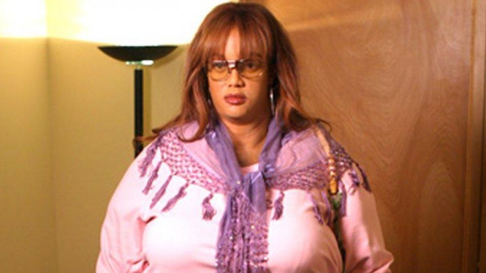 Tyra Banks vistiendo un traje gordo
