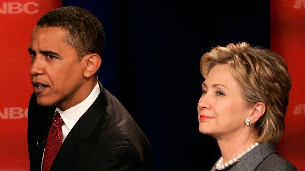 Barack Obama y Hillary Clinton hablando a la multitud