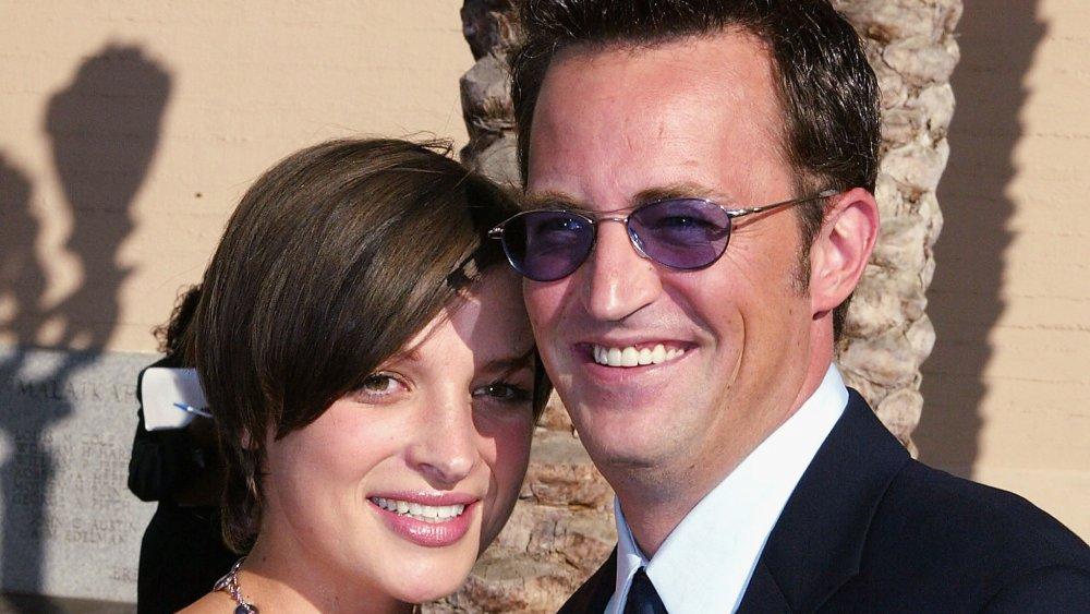 Rachel Dunn y Matthew Perry en los premios Primetime Creative Arts Emmy de 2004