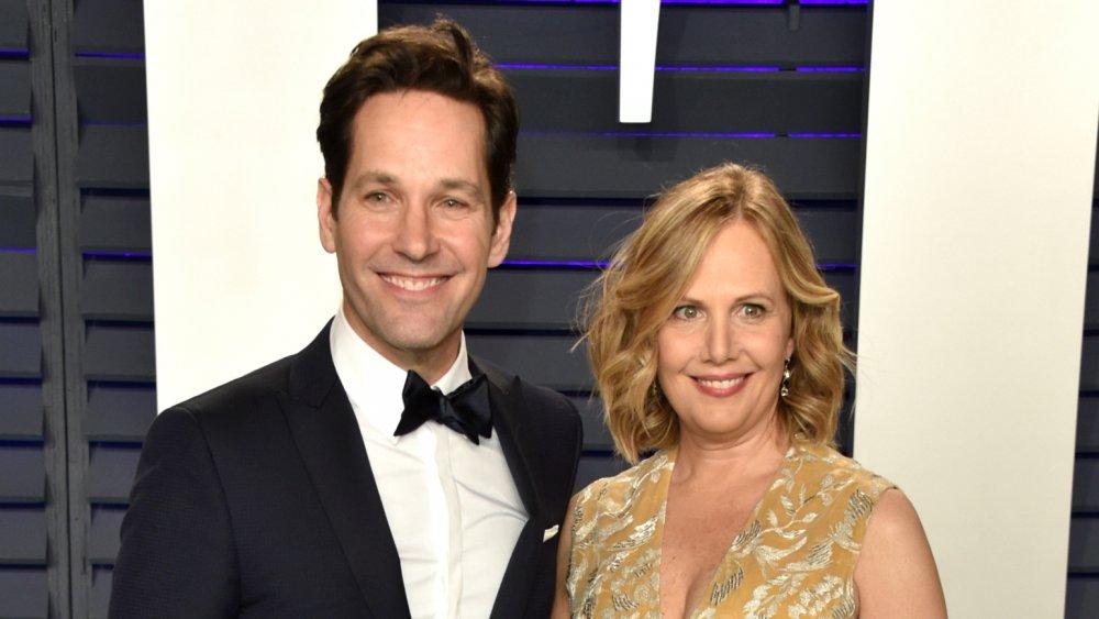 Paul Rudd y Julie Yaeger en la fiesta de los Oscar de Vanity Fair 2019