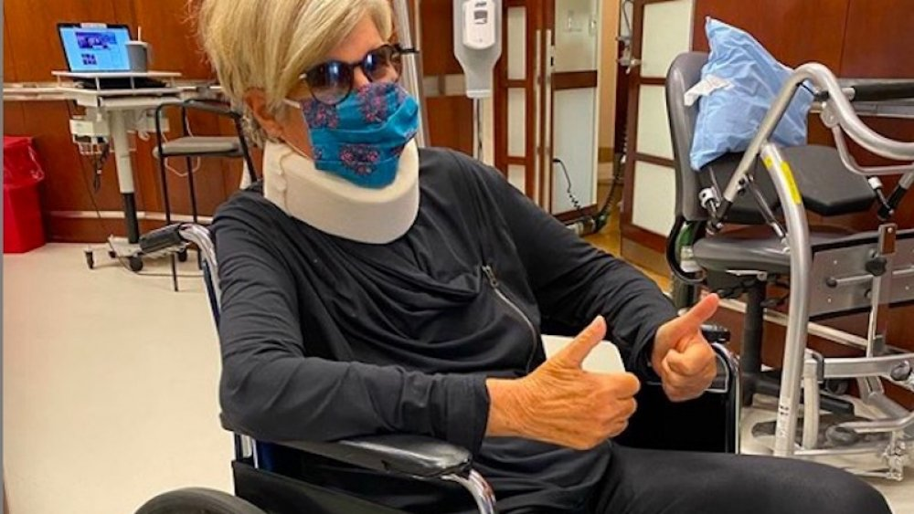 Suze Orman después de una cirugía de columna