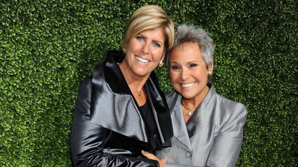 """Suze Orman y Kathy """"KT"""" Travis en una fiesta de la gira de prensa de invierno de TCA 2011"""