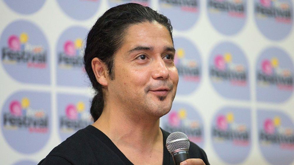 Chris Pérez en el evento, hablando a la multitud