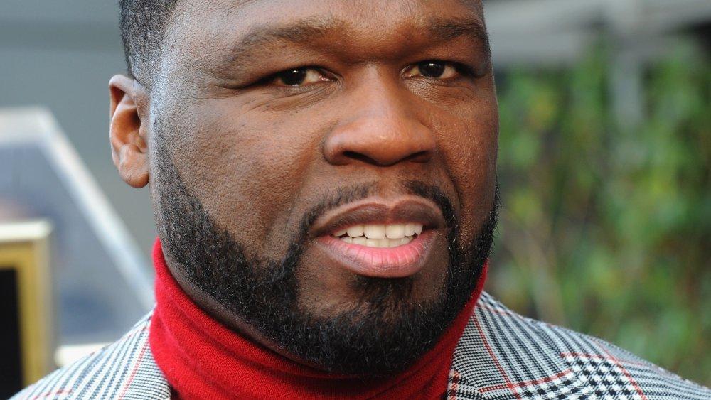 50 Cent con un jersey de cuello alto