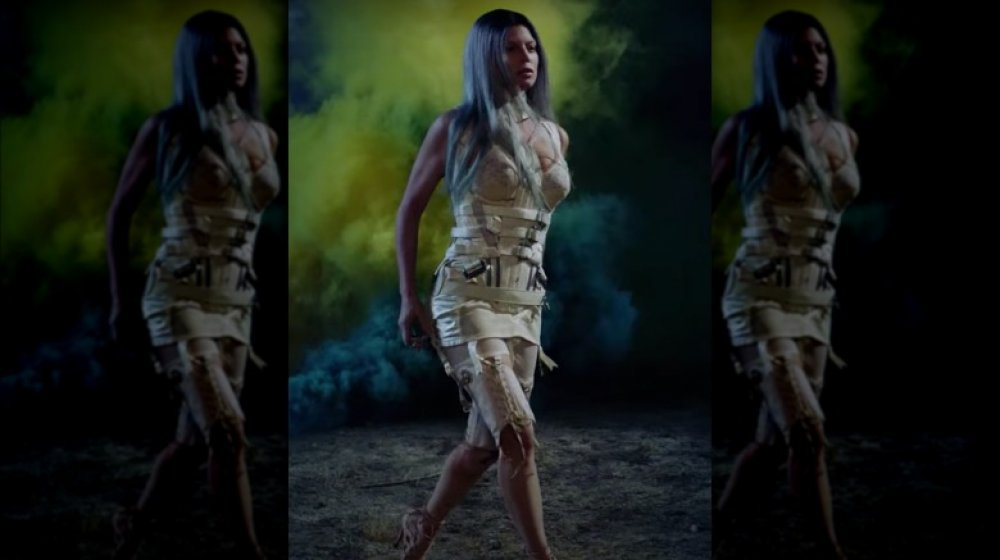 Fergie en su video musical A Little Work