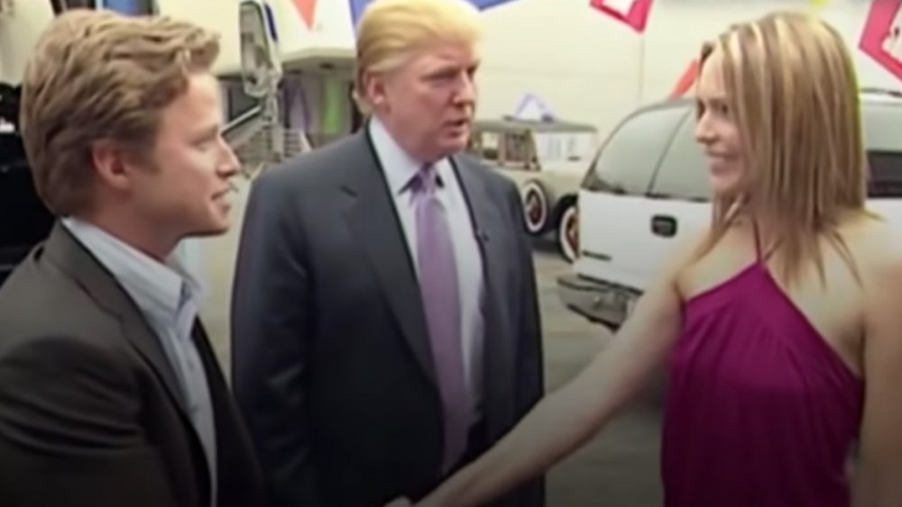 Billy Bush, Donald Trump y Arianne Zucker en 2005