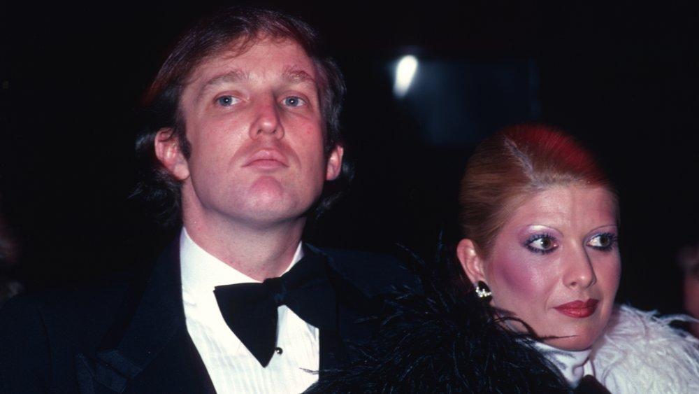 Donald Trump e Ivana Trump en un evento en 1980
