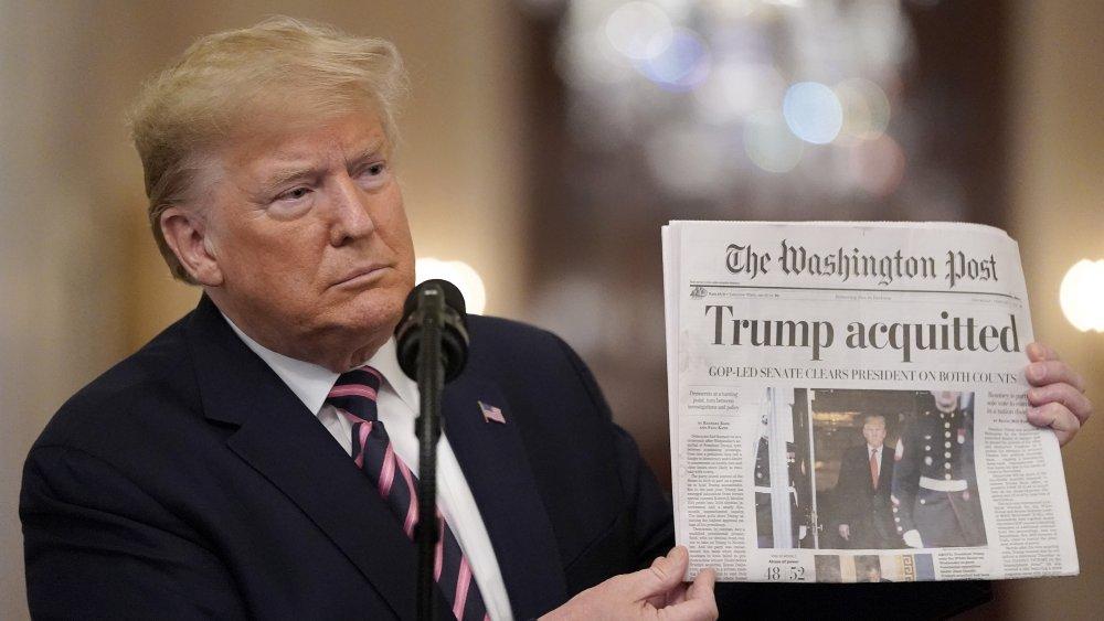 Donald Trump retiene periódico en febrero de 2020 tras ser absuelto