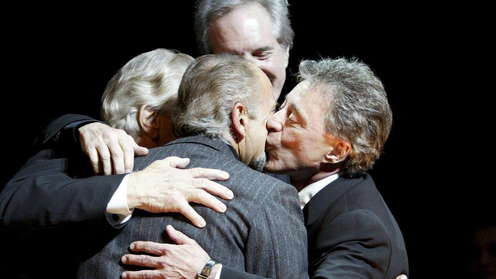 Joe Pesci con el Four Seasons en la inauguración de The Jersey Boys en Broadway.