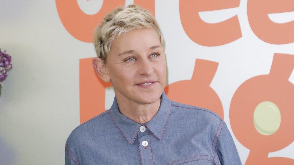 Ellen DeGeneres en denim abotonado
