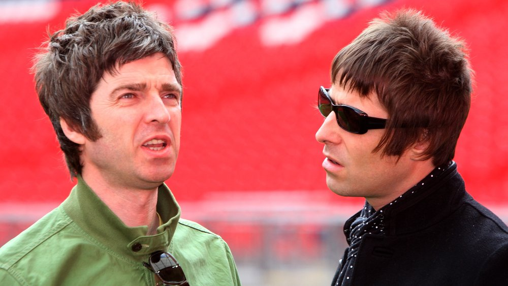 Noel Gallagher y Liam Gallagher lucen irritados