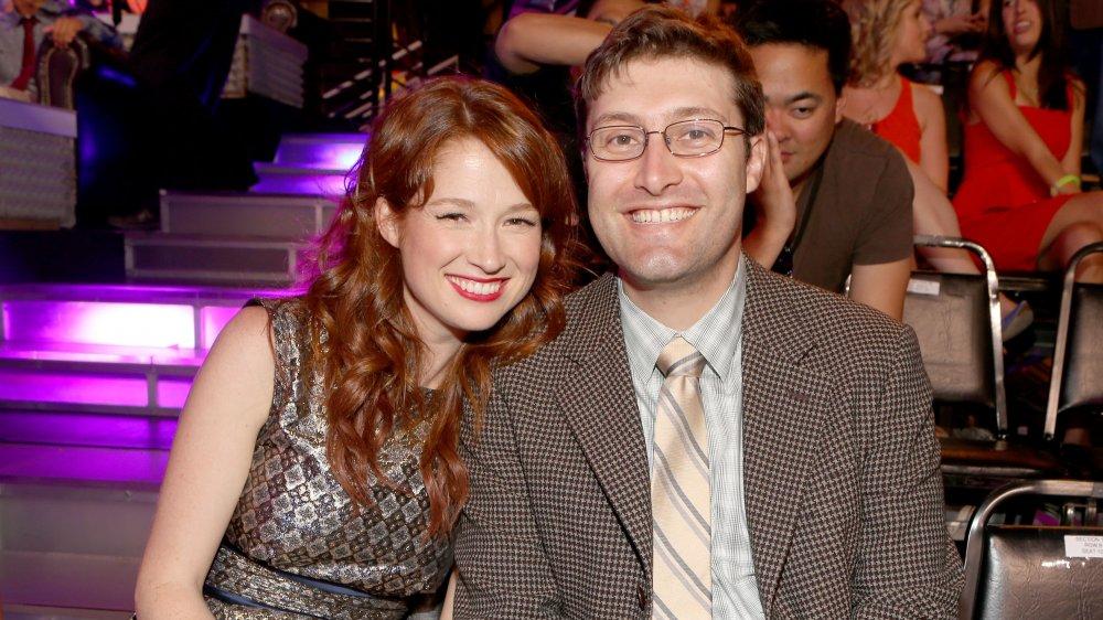 Ellie Kemper y Michael Koman en los premios Do Something 2012