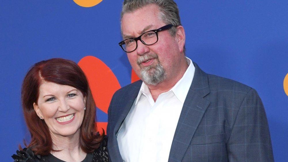 Kate Flannery y Chris Haston en el estreno de A Very Brady Renovation
