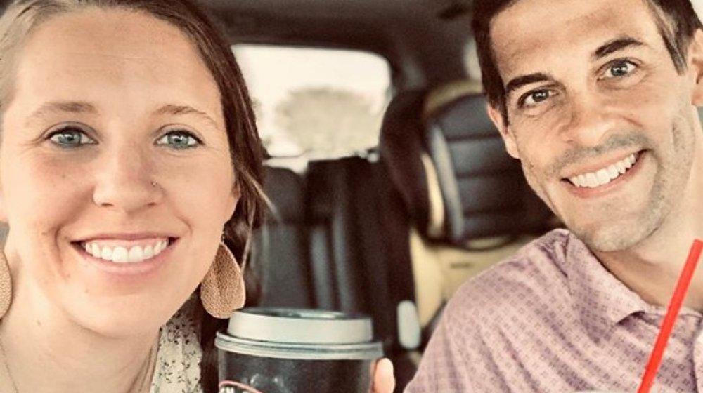 Jill Duggar Dillard y Derick Dillard conduciendo en 2020