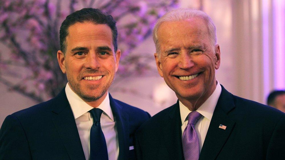 Hunter Biden y Joe Biden en una ceremonia de premiación en 2016