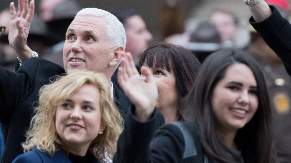 Mike, Audrey y Charlotte Pence