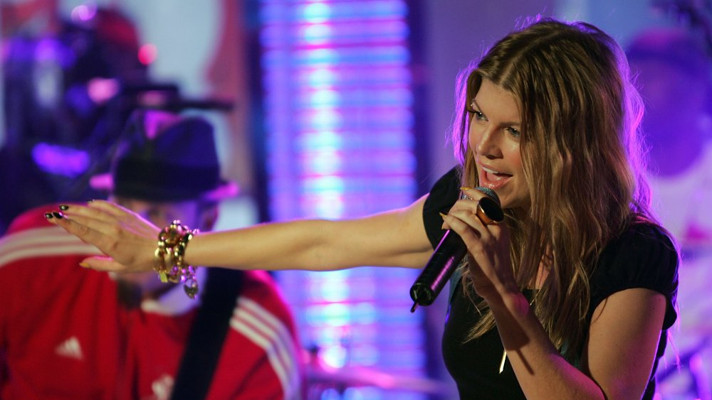 Fergie cantando en TRL
