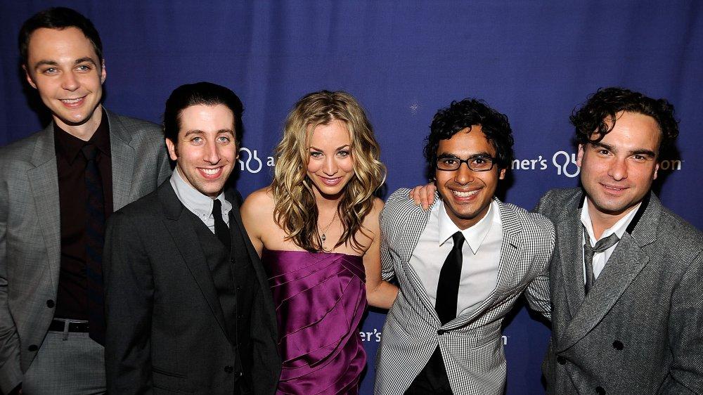 El elenco de The Big Bang Theory en la 17a edición anual de A Night At Sardi's de la Alzheimer's Association