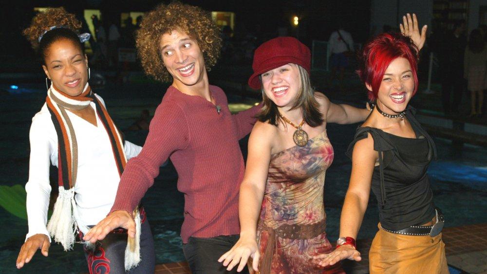 Las estrellas de American Idol Tamyra Gray, Justin Guarini, Kelly Clarkson y Nikki McKibbin en el estreno de From Justin To Kelly