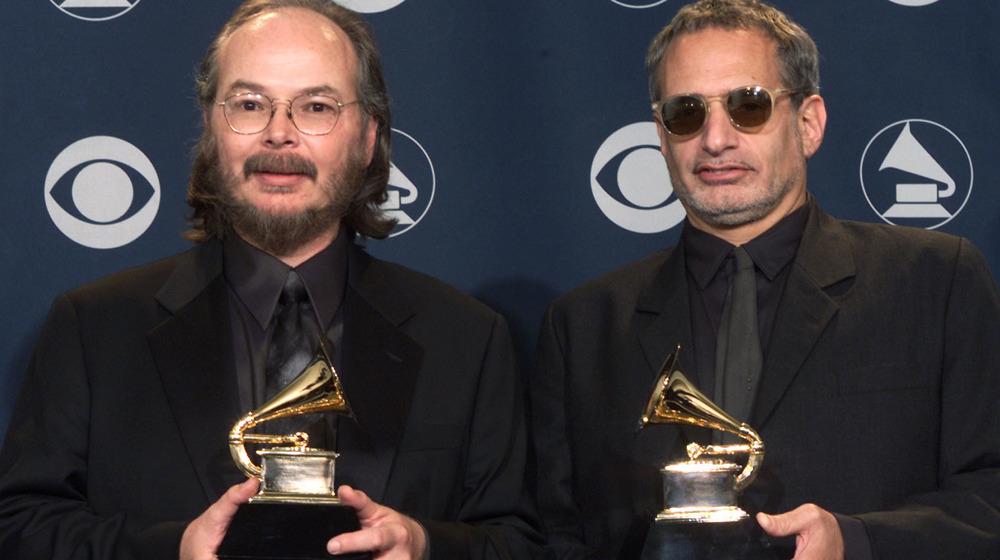 Donald Fagen y Walter Becker de Steely Dan celebrando premios Grammy