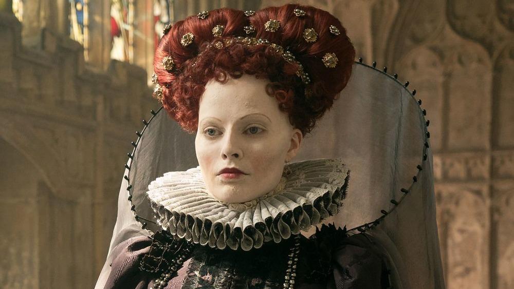 Margot Robbie como Isabel I en María, Reina de Escocia