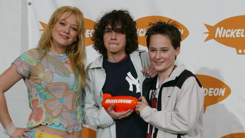 Hilary Duff y el elenco de Lizzie McGuire