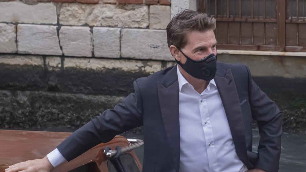 Tom Cruise enmascarado en barco