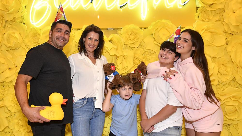 Addison Rae con su familia